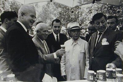Moscow 59-20449 Khrushchev drinking pepsi